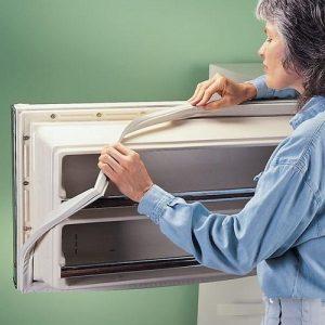 как самостоятельно заменить мангитный уплотнителя двери холодильника?
